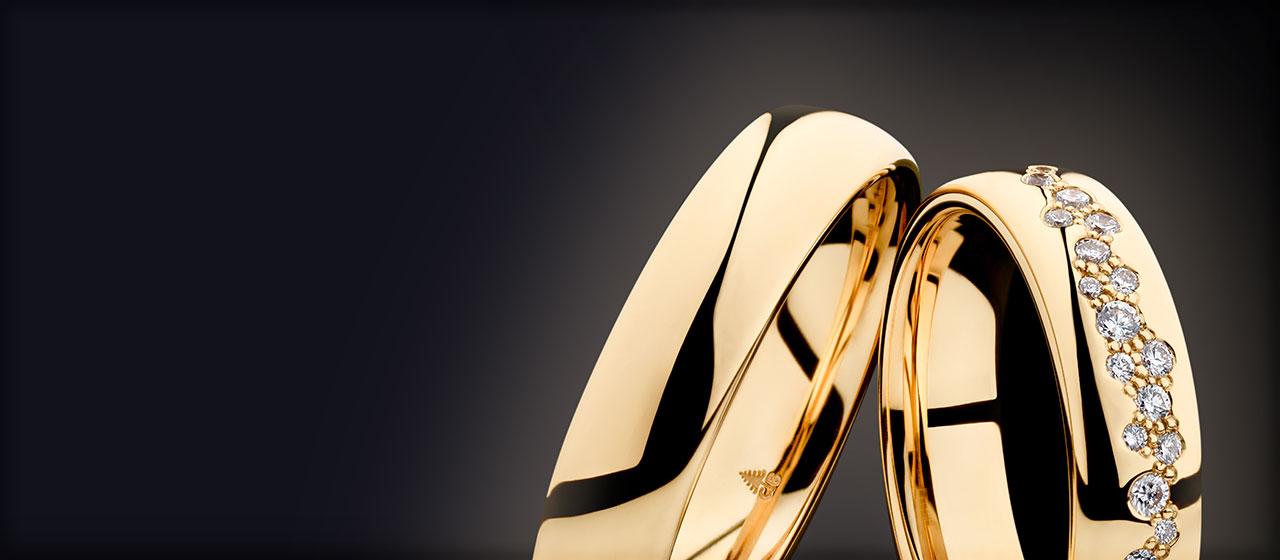 Roségold Trauringe mit Diamanten in Anordnung eines Sternenhimmels