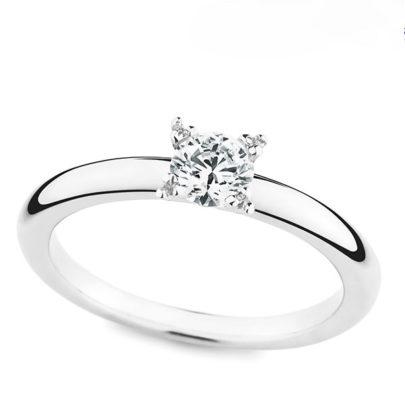 Der Verlobungsring mit Diamant von Juwelier Mommen in Köln.