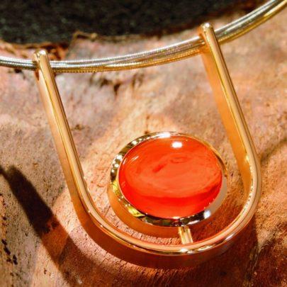 Collier Lava Goldanhänger mit Feueropal vom Juwelier in Köln