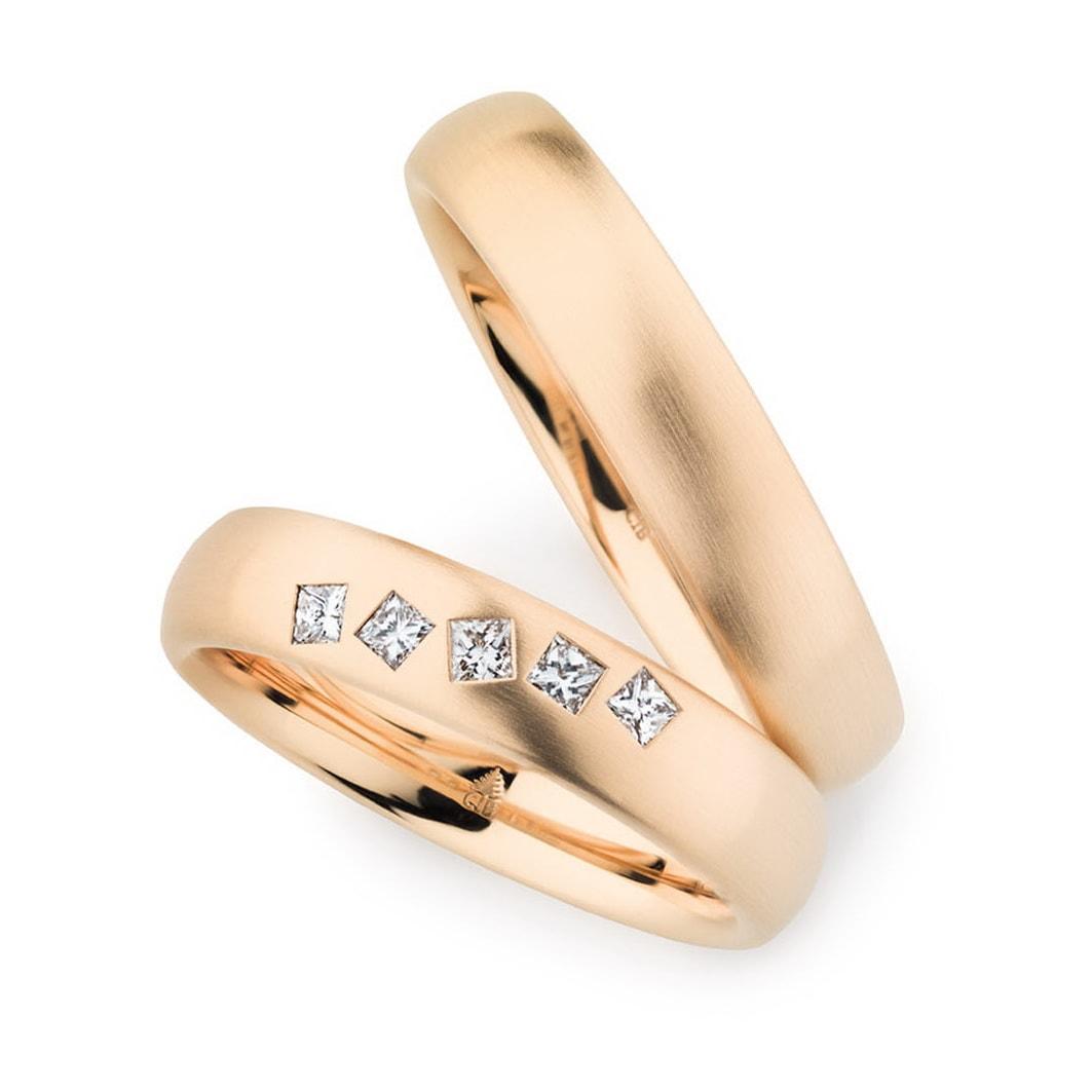 Goldtrauringe mit Diamanten im Princess-Cut von Juwelier Mommen in Köln