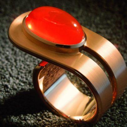 Roségold-Ring mit Feueropal vom Juwelier in Köln
