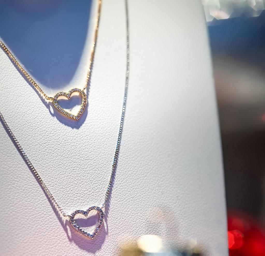 First Love - filigraner Diamantschmuck von Juwelier Mommen in Köln